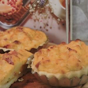 Солени залчиња со фил од сирење и димено месо