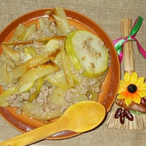 Мусака со тиквички, компир и пиперки