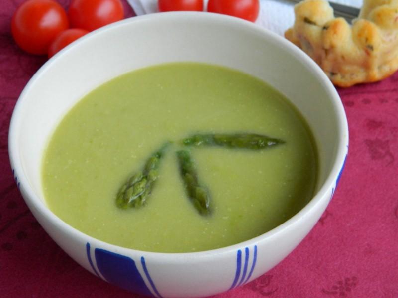 Крем супа со аспарагус и павлака