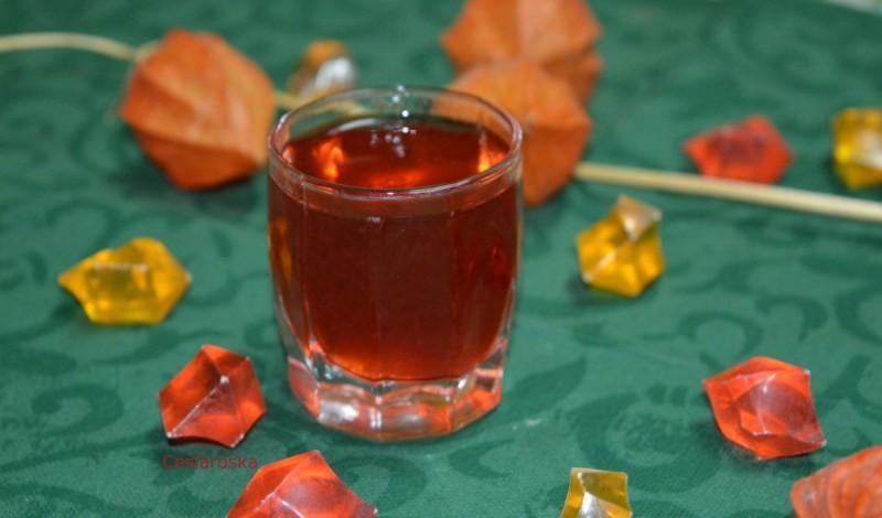 Ликер од јагоди со розе вино и водка