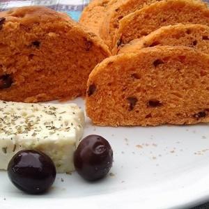 Медитерански леб на домашен начин (со сок од домати)