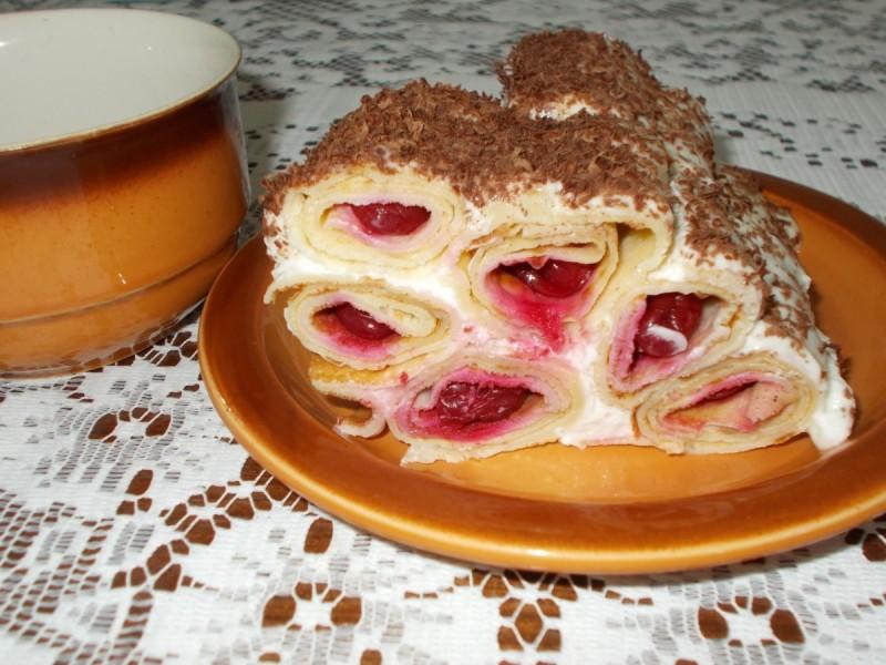 Торта од палачинки и вишни