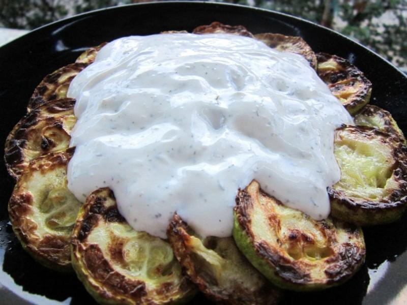 Тиквички со бел сос од павлака