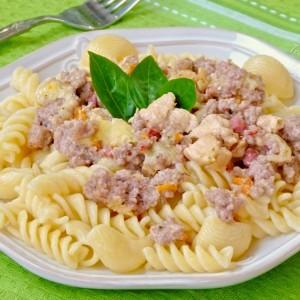 Тестенини со сос од месо