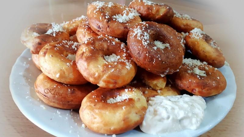 Пченкарни крофни со паризeр и пармезан (апарат за крофни)