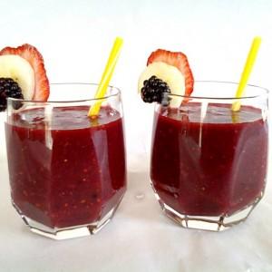 Овошен сок од јагоди капини и банана