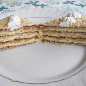 Брза торта со сендвич бисквити со чоколадо и со манго-лимон крем