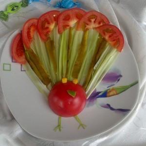 Паун - декорација со зеленчук