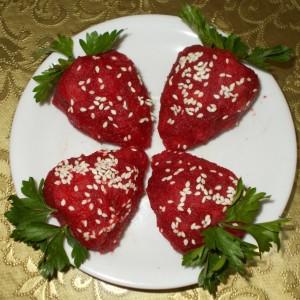 Полнети јагоди од цвекло (декорација)