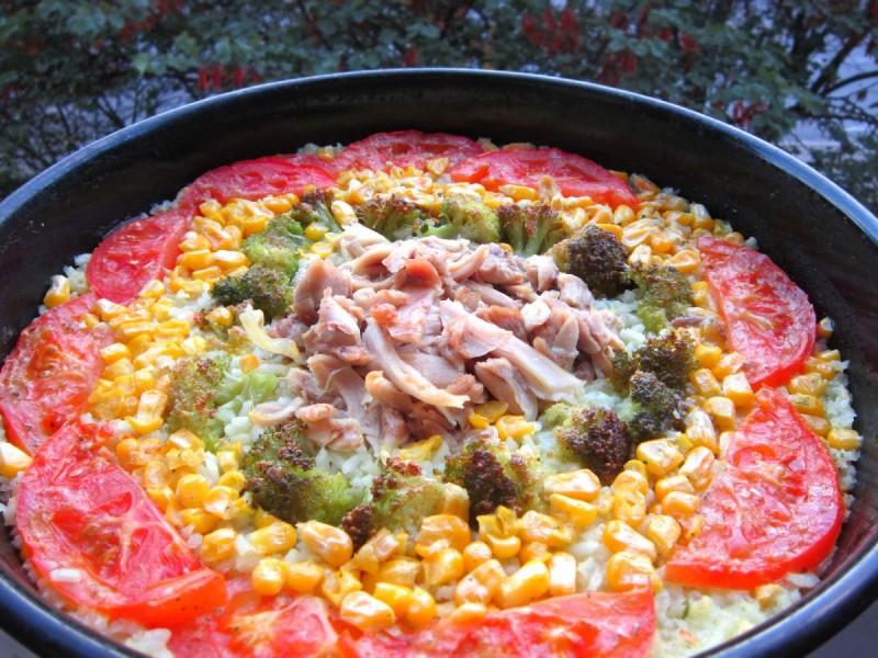 Пилешко со ориз и зеленчуци