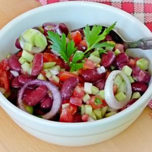 Оброк салата со црвен грав (посно)