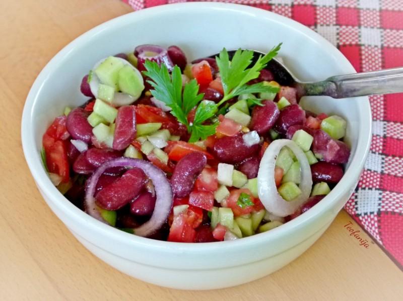 Оброк салата со црвен грав