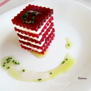 Грациозни коцки од цвекло и фета сирење - декорација од зеленчук