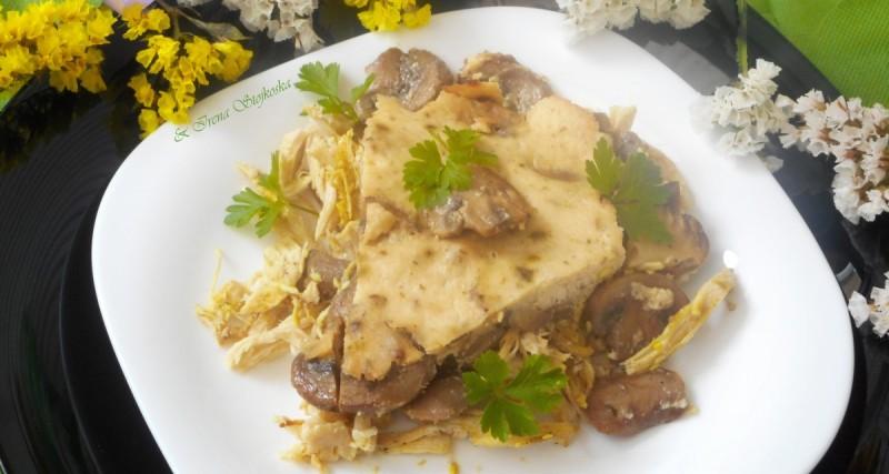 Пилешко со печурки, павлака и кари