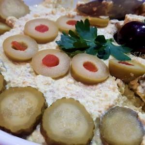 Крем салата со изварка и мелен сусам