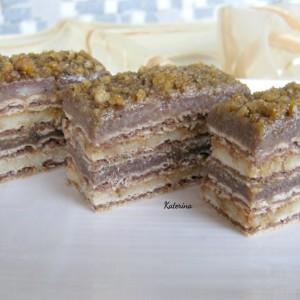 Кекс торта со крокант од ореви