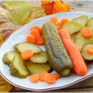Кисели корнишони и моркови (туршија)
