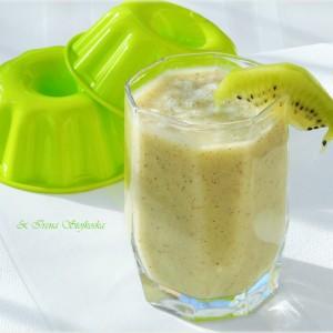 Смути со киви, банана и кокосово масло (веган)