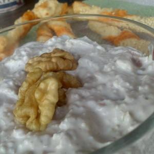 Тиро сос со ореви