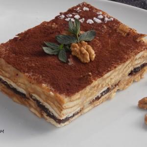 Бисквитен колач со ореви и ресани(без печење)