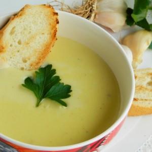 Млечна крем супа со лук
