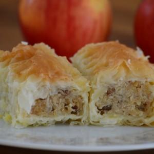 Прелиен колач со јаболка и бадеми
