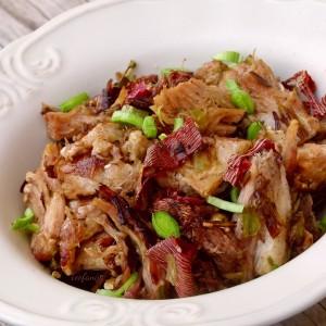 Пржено свинско со праз и суви везенки (хроно)
