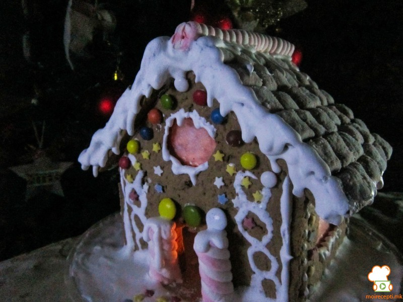 Бисквитена куќа (Божиќен календар 07)
