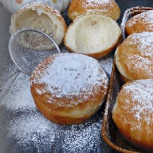 Посни пржени крофни со тегнето тесто