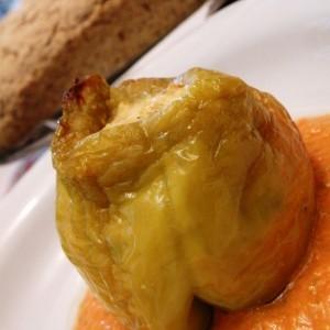 Полнети бабури со прелив од домат и целер