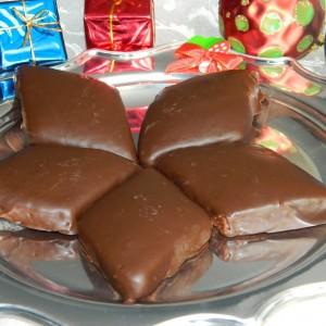 Мостачоли - ароматични Божиќни колачи