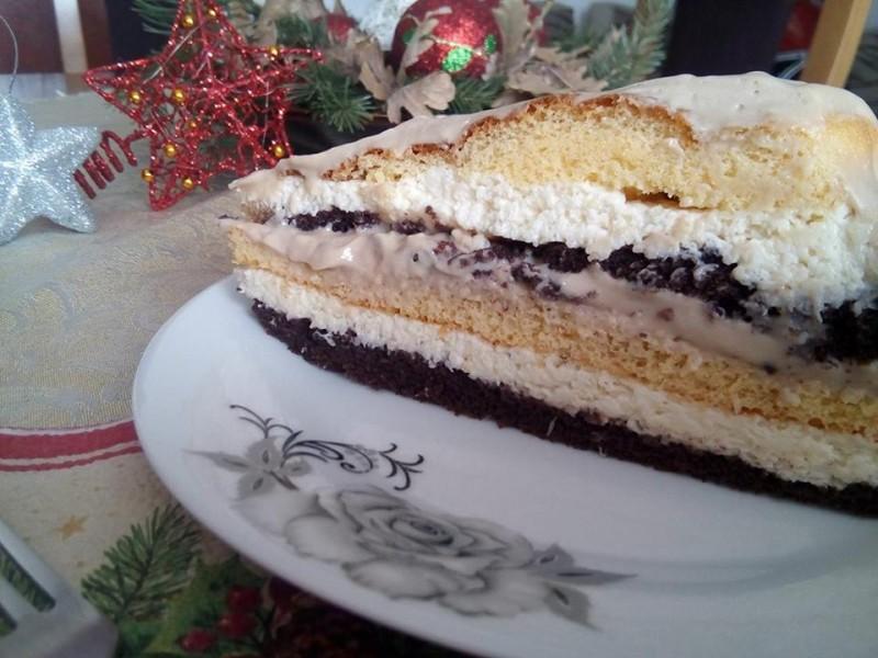 Божиќна торта со кокос и чоколадо
