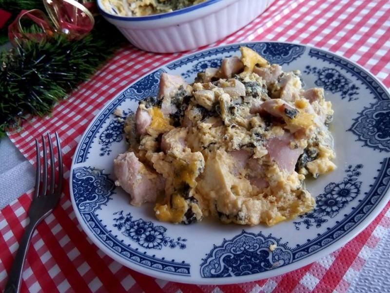 Гратинирано пилешко со спанаќ и печурки