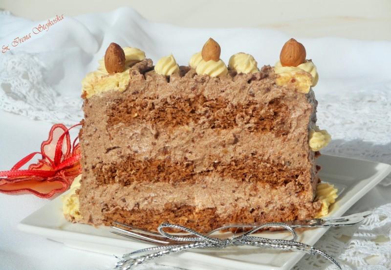 Торта-ремен со ореви и пудинг од лешник