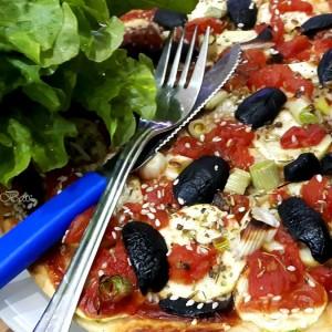 Посна пица со тиквичка (без кашкавал)