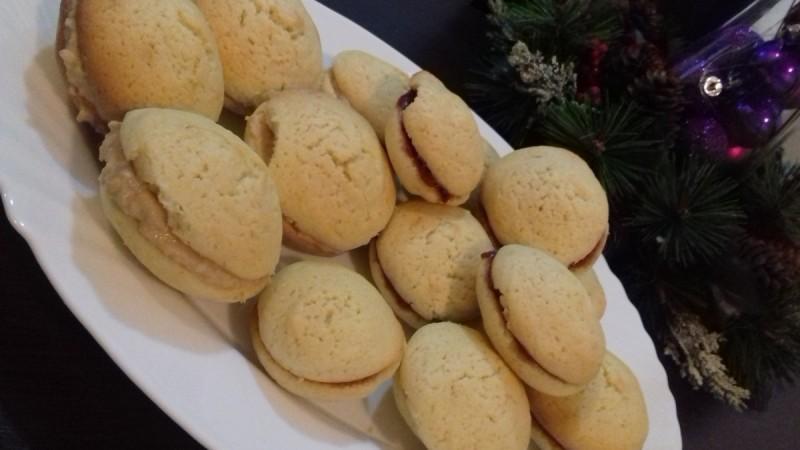 Сендвич колачиња со јаболка и путер од кикирики