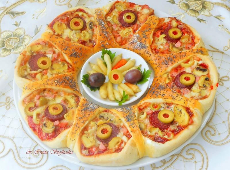 Пица венец со посип од пченкарно брашно