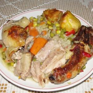 Свински ребра и пилешко во зеленчук