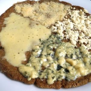 Пица Кватро Формаџе (4 сирења)