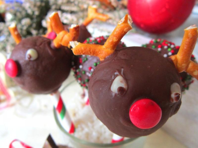 Бомбици на стапче - еленот Рудолф