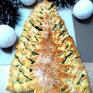 Новогодишна елка- погача со спанаќ и сирење