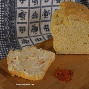 Леб со пченкарно брашно, лук и рузмарин