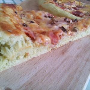 Зелена пица (со спанаќ во тестото)