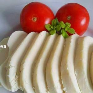 Домашно сирење со кисело млеко