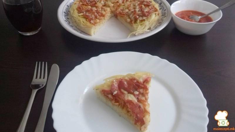 Пица со тесто од шпагети