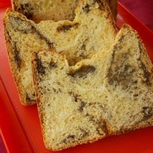 Сладок леб со фил од афион (од машина за леб)