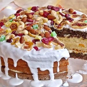 Егзотична торта со афион и суво овошје