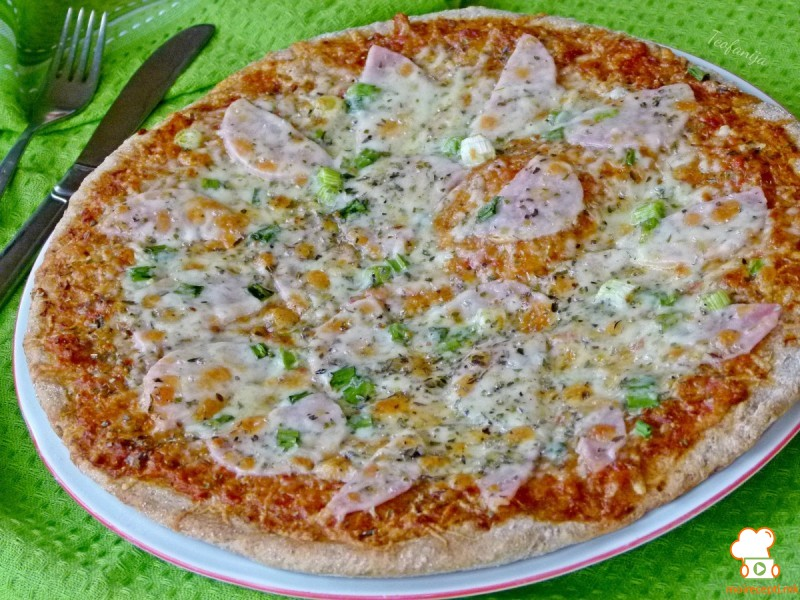 Хроно пица со млад кромид и ајвар