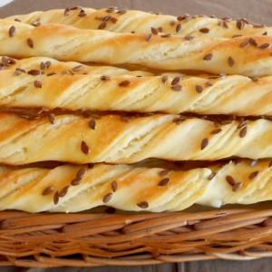 Мераклиски стапчиња со путер и сирење