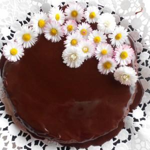 Торта со суви сливи, вишновка и ореви (без брашно)